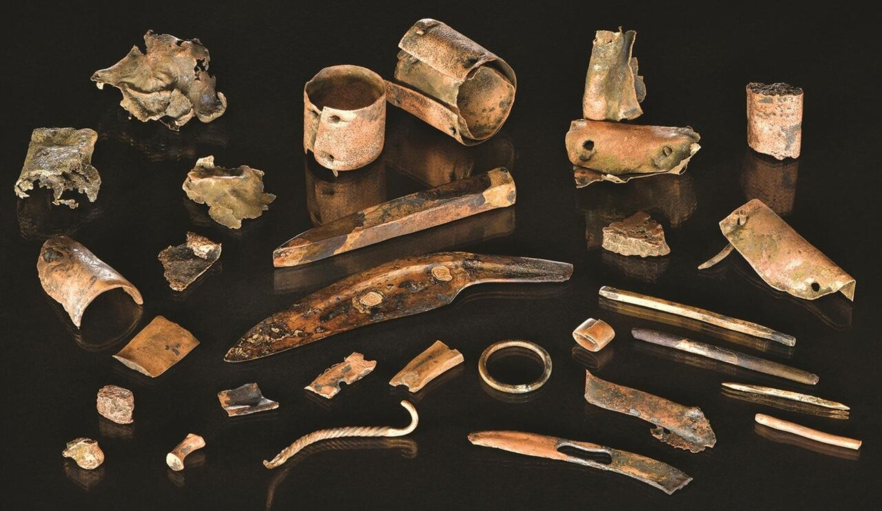 Lost in combat? Artifacts from the Bronze Age