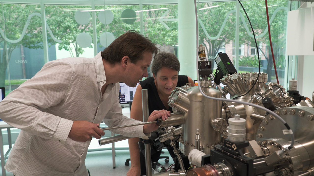 Quantum scientists demonstrate world-first 3-D atomic-scale quantum chip architecture