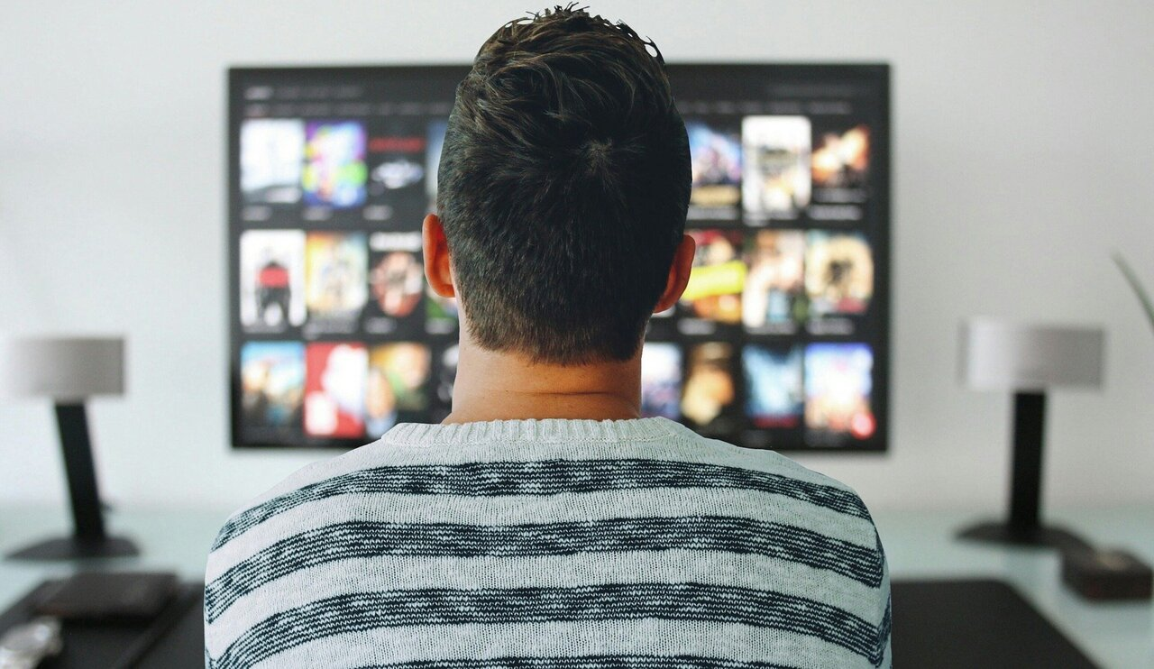 Watching TV makes us prefer thinner women