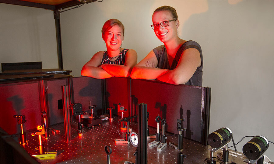 Researchers investigate material properties for longer-lasting, more efficient solar cells