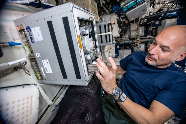 Microbes to demonstrate biomining of asteroid material aboard space station