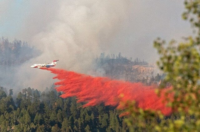 The consequences of spraying fire retardants on wildfires