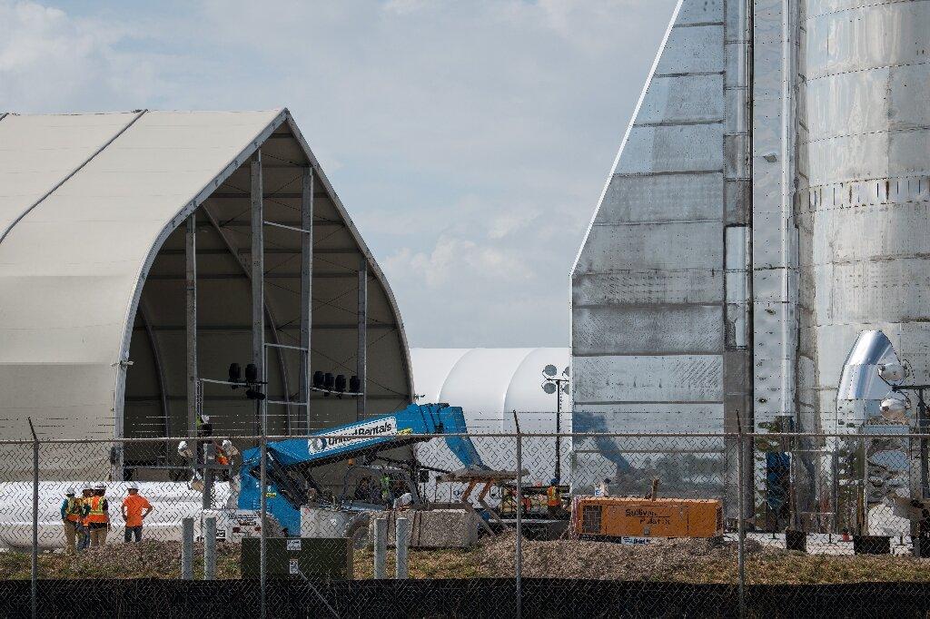 SpaceX completes test flight of Mars rocket prototype