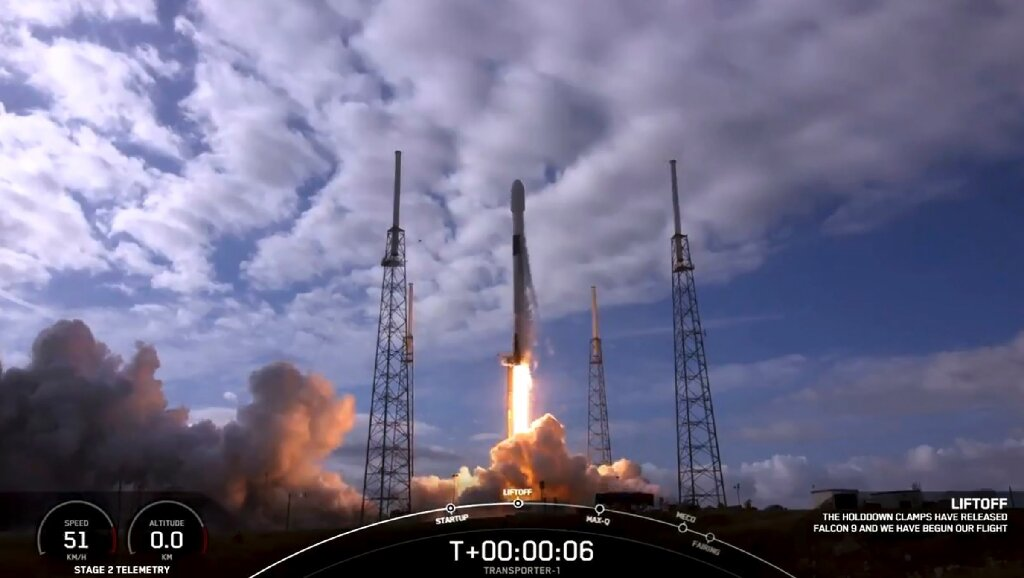 SpaceX rocket deploys record-setting cargo