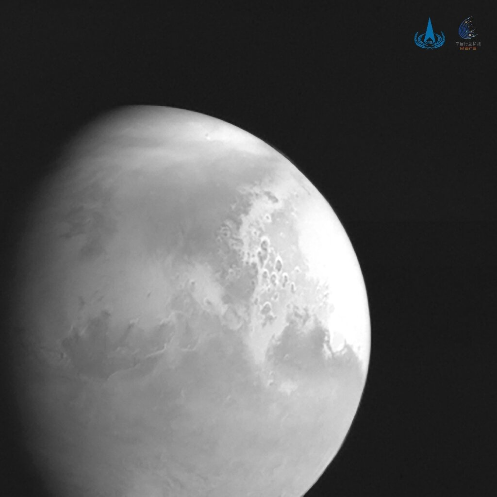 China's space probe sends back its first image of Mars
