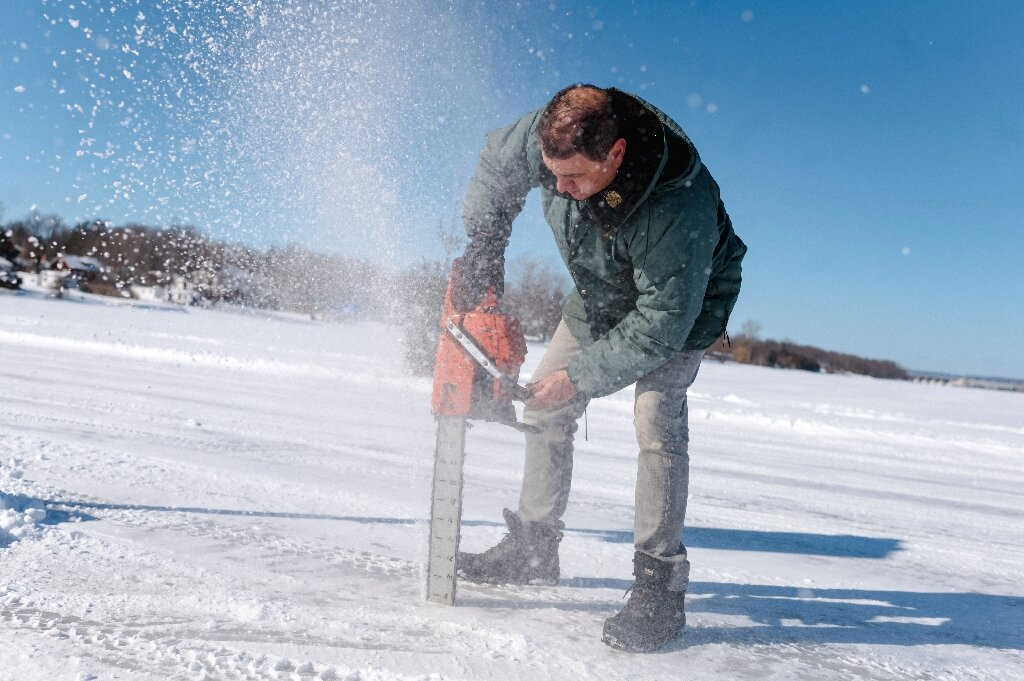 Warmer winters threaten Canada's seasonal ice roads