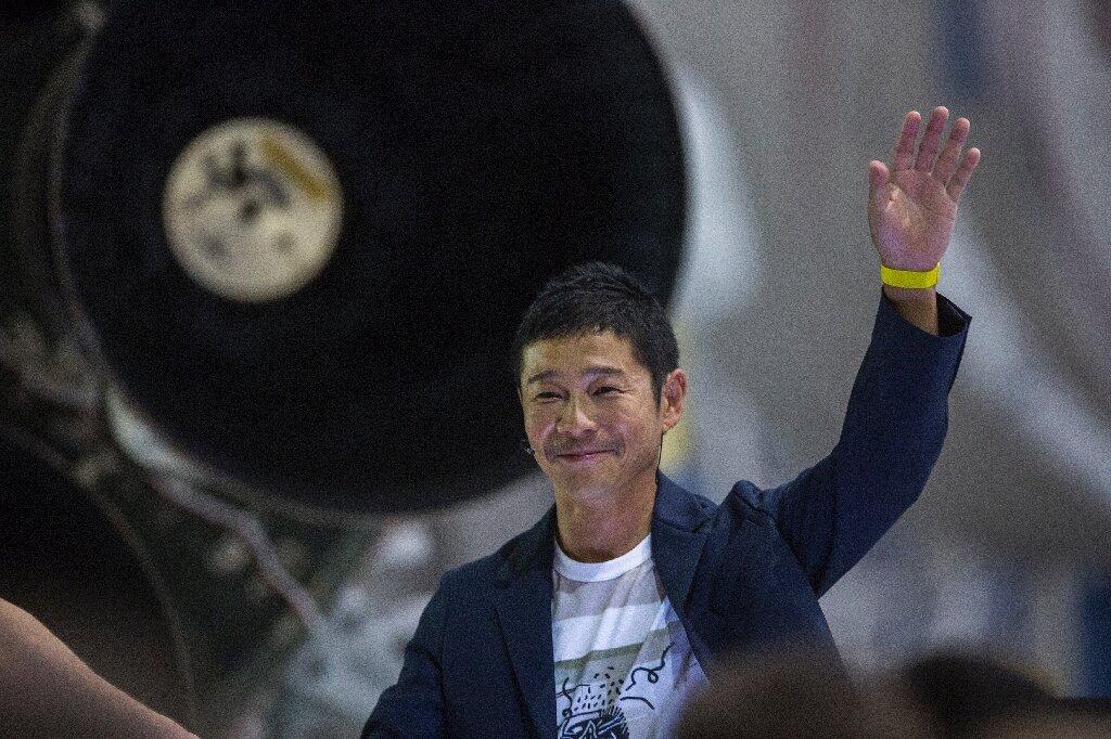 Japan billionaire offers space seats