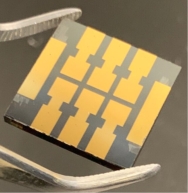 'Molecular glue' makes perovskite solar cells dramatically more reliable over time - Phys.org