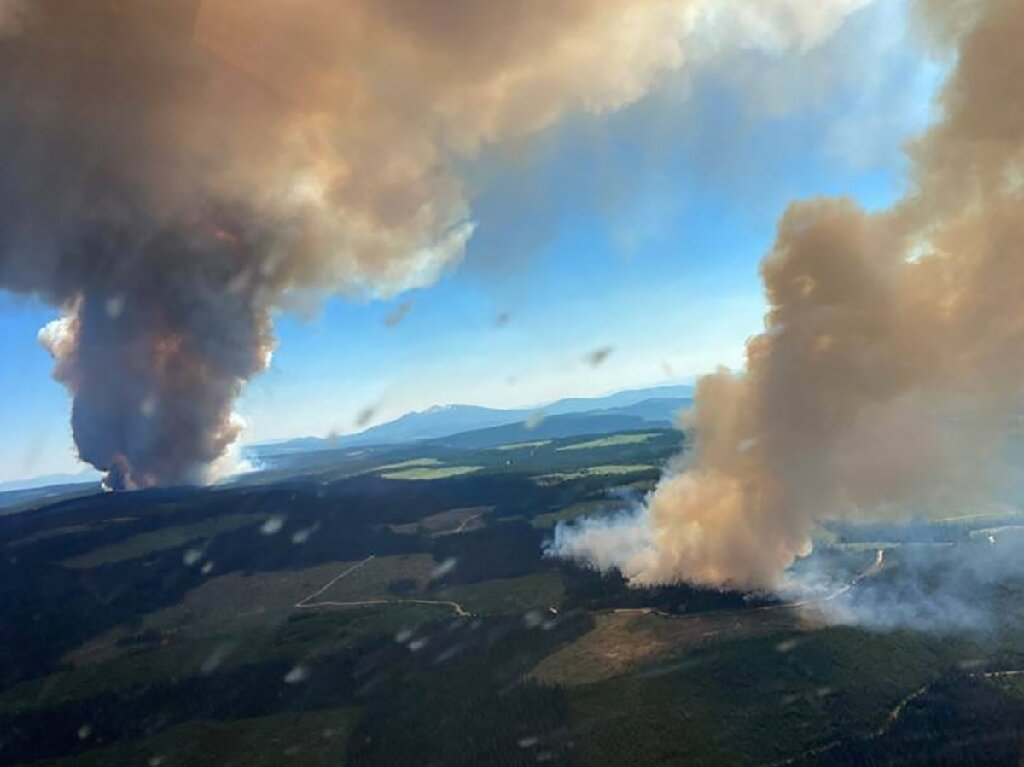 Approximately 1,000 evacuated as Canadian fires engulf town