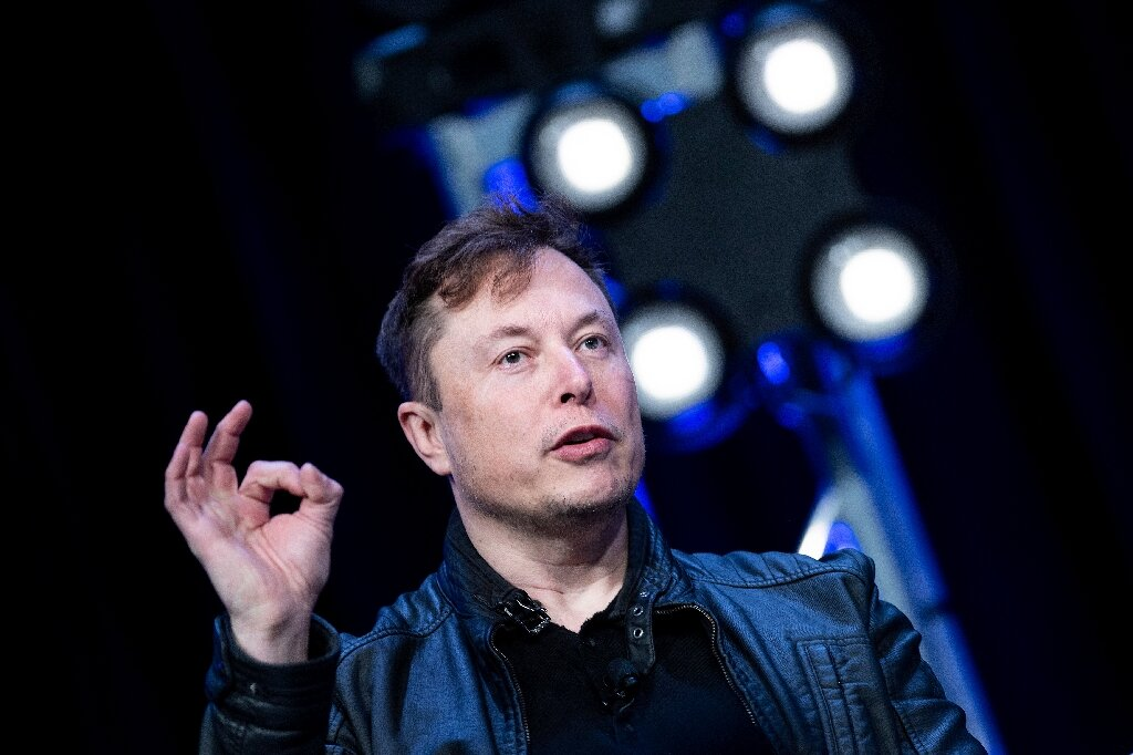 US watchdog upholds SpaceX's Moon lander contract