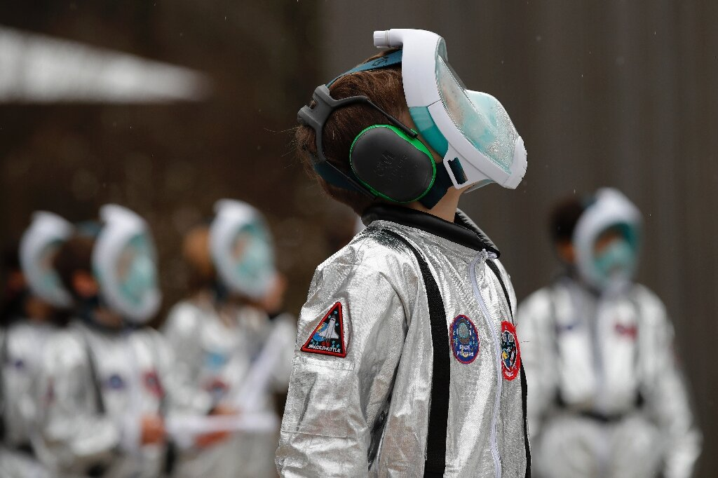 Swiss kids suit up for 'Mission to Mars'