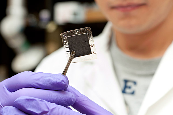 Opposites attract: Researcher reports milestone in fuel cell ...