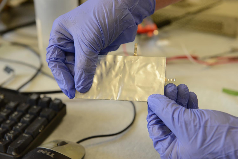 Ultra-fast charging aluminum battery offers safe alternative