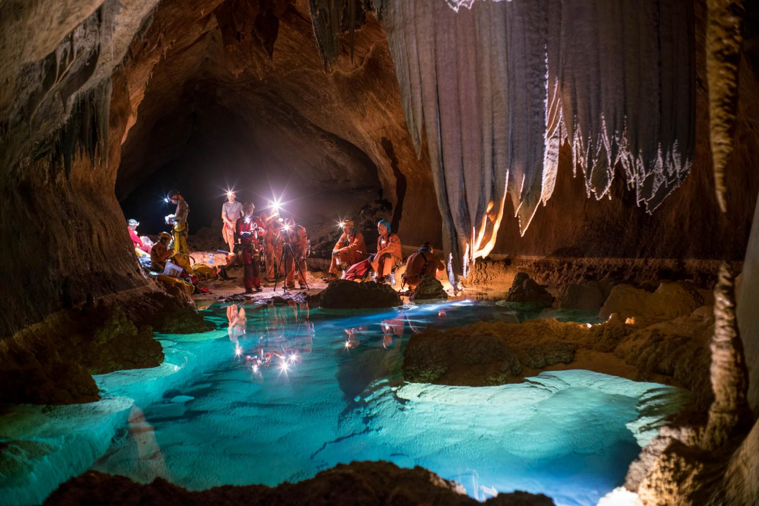 Image: Spelunking astronauts train for teamwork