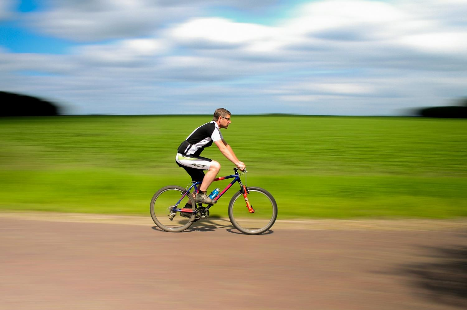 Photo of Walking or cycling to work associated with reduced risk of early death and illness
