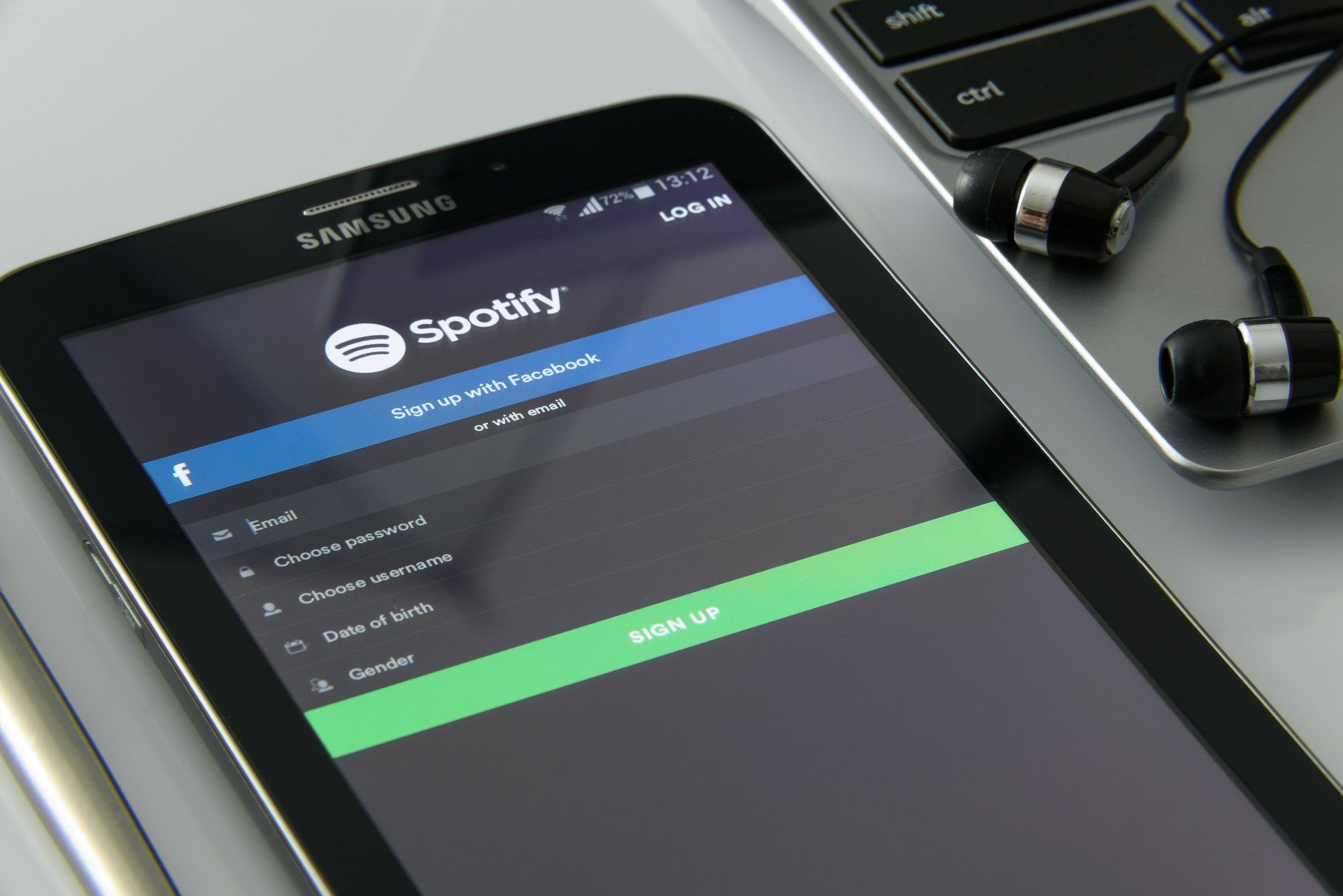 Music streaming to music subscriber
