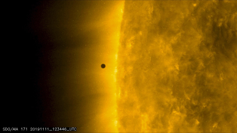 Mini Mercury skips across sun's vast glare in rare transit - Science Spies
