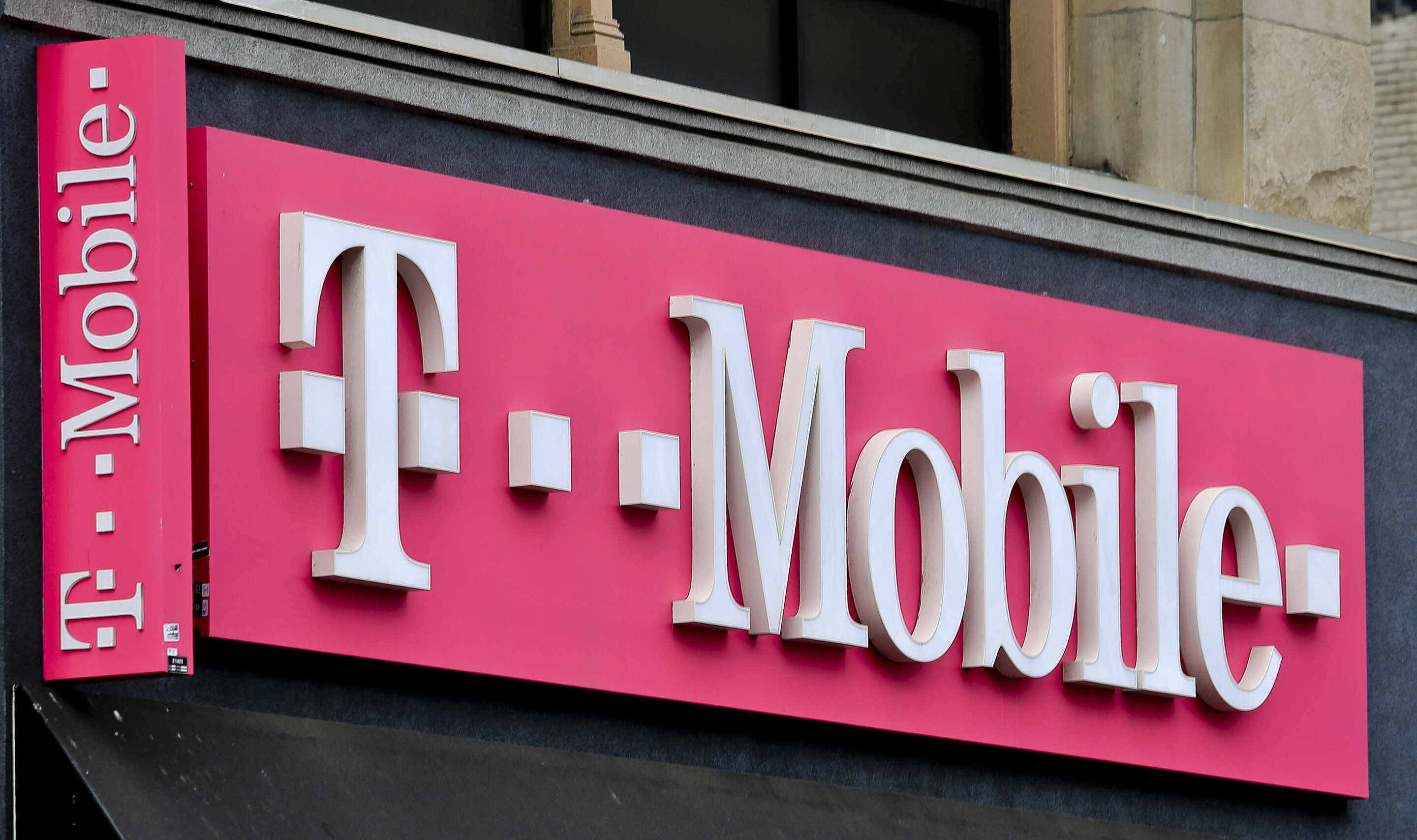 New York City sues T-Mobile for tricking customers