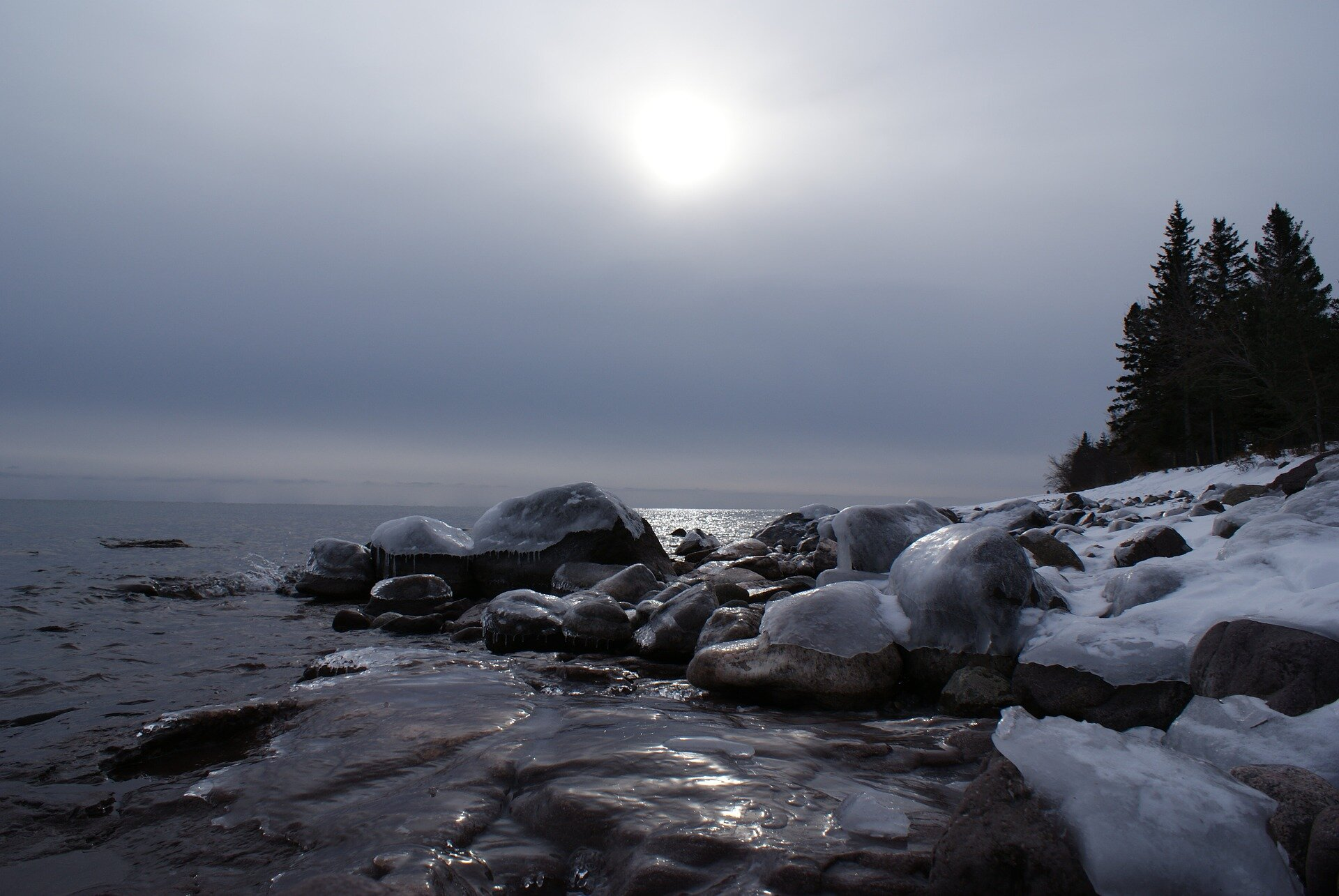 Ice cover takes deep dip on Great Lakes