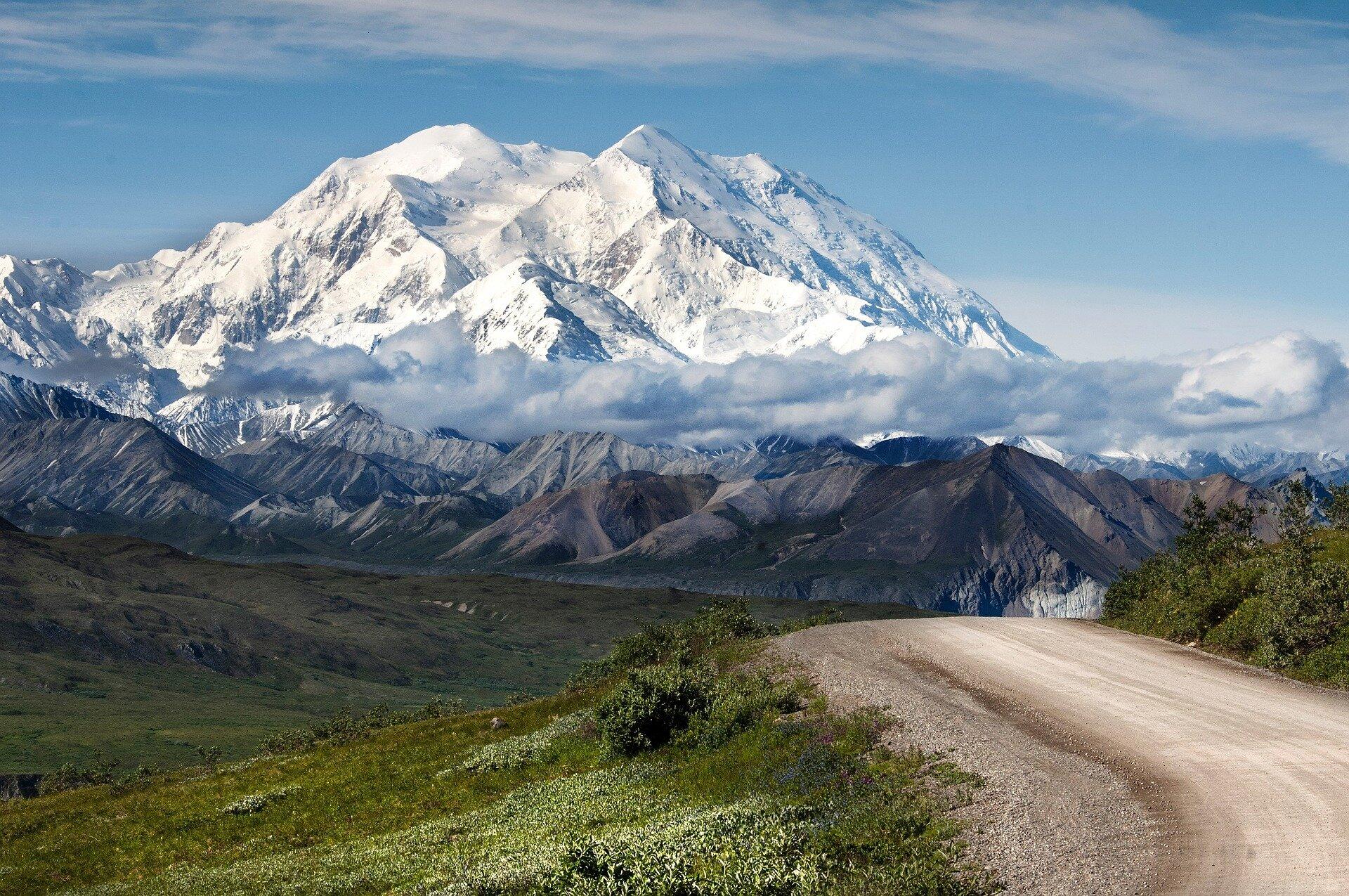 In Alaska forest, Reagan biographer sees a winning GOP strategy