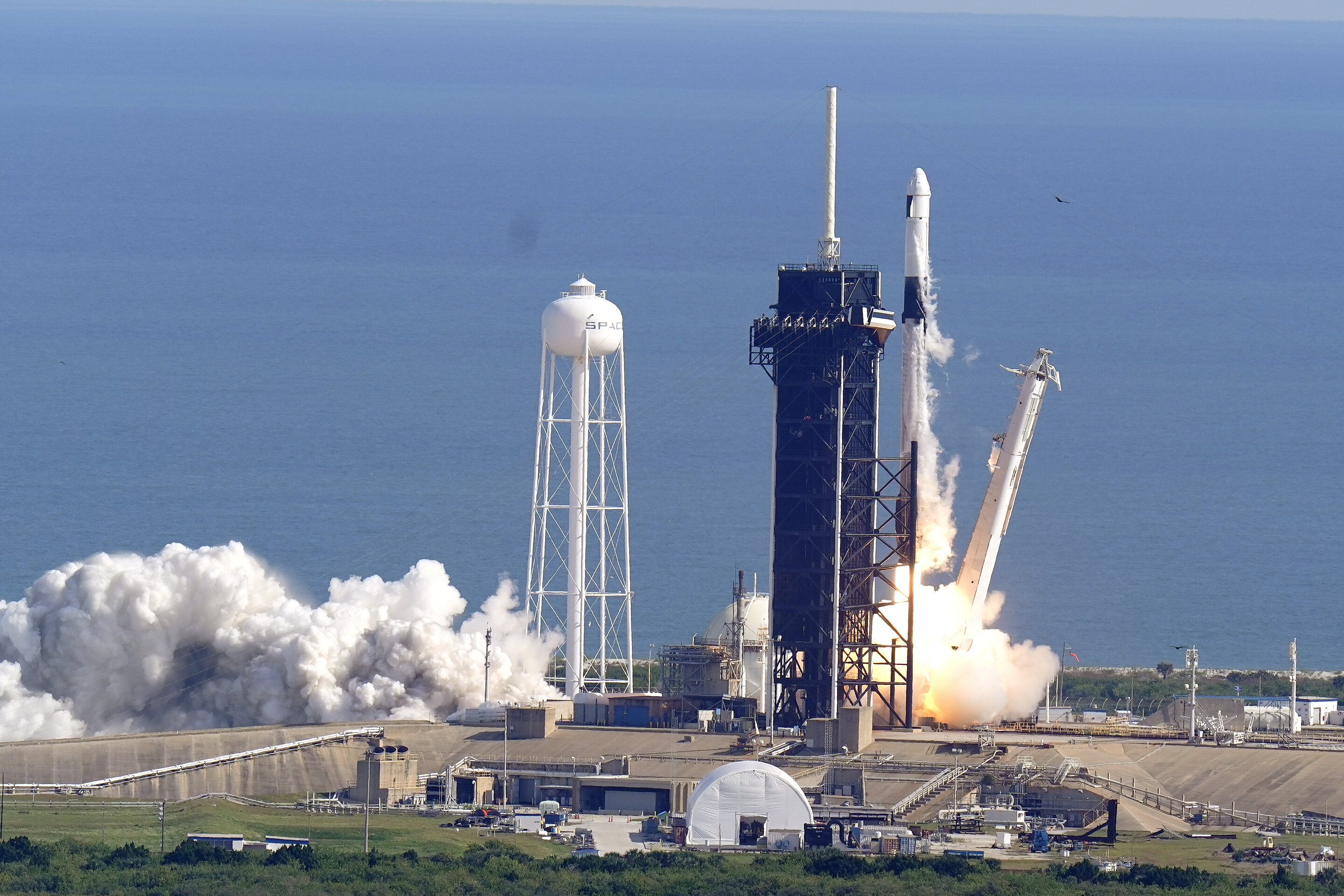 SpaceX launches space station supplies