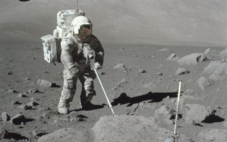 ESA seeking dust-proof materials for lunar return