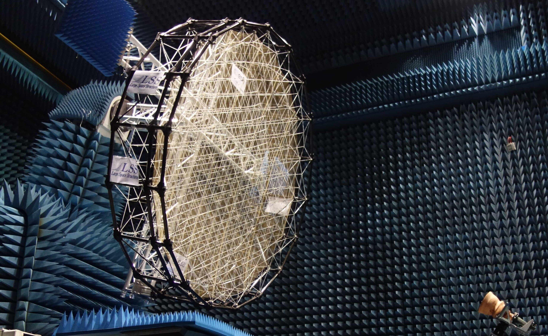Image: Mesh reflector for shaped radio beams