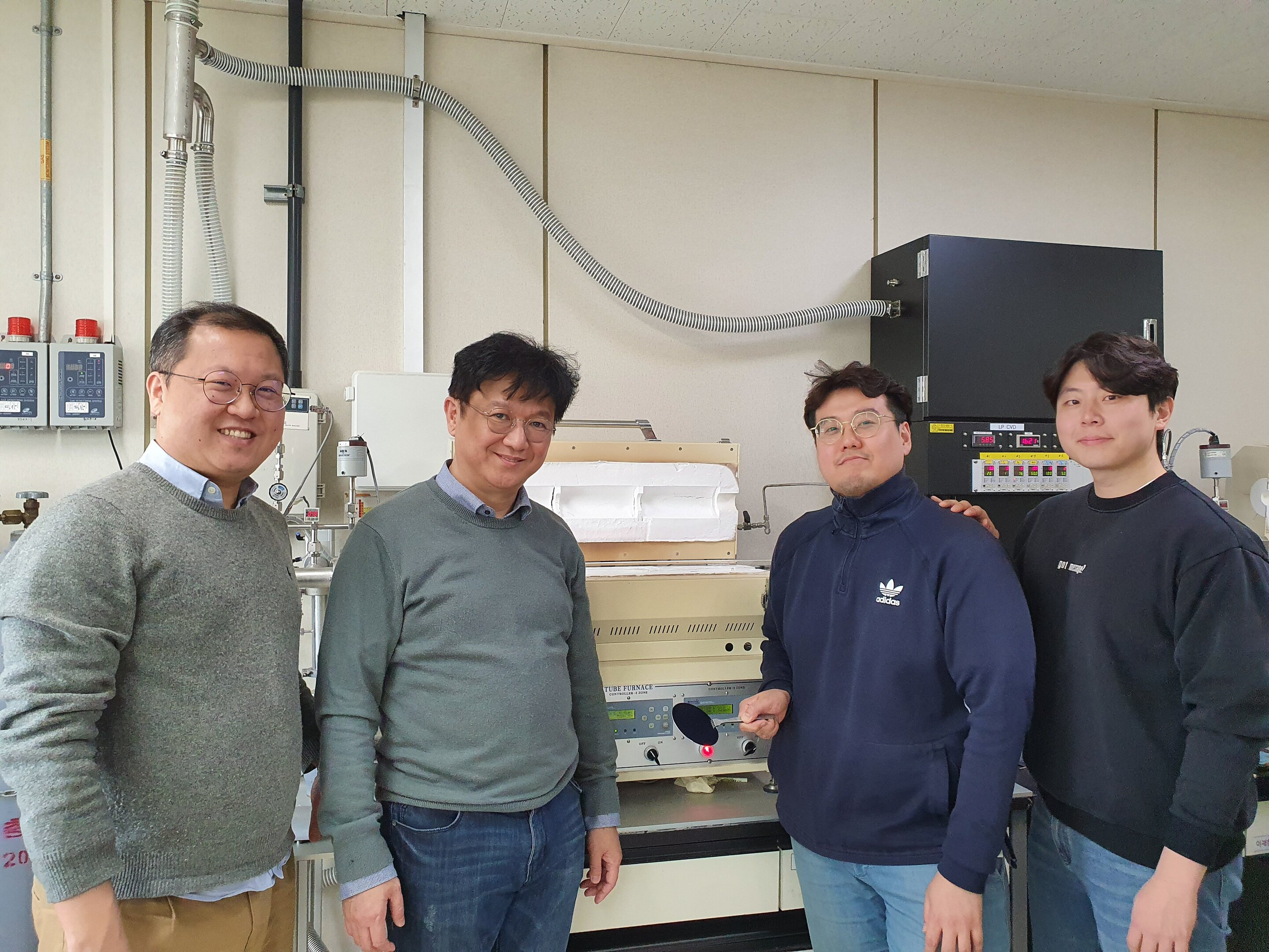 Large-area electronic-grade graphene grows on the cheap
