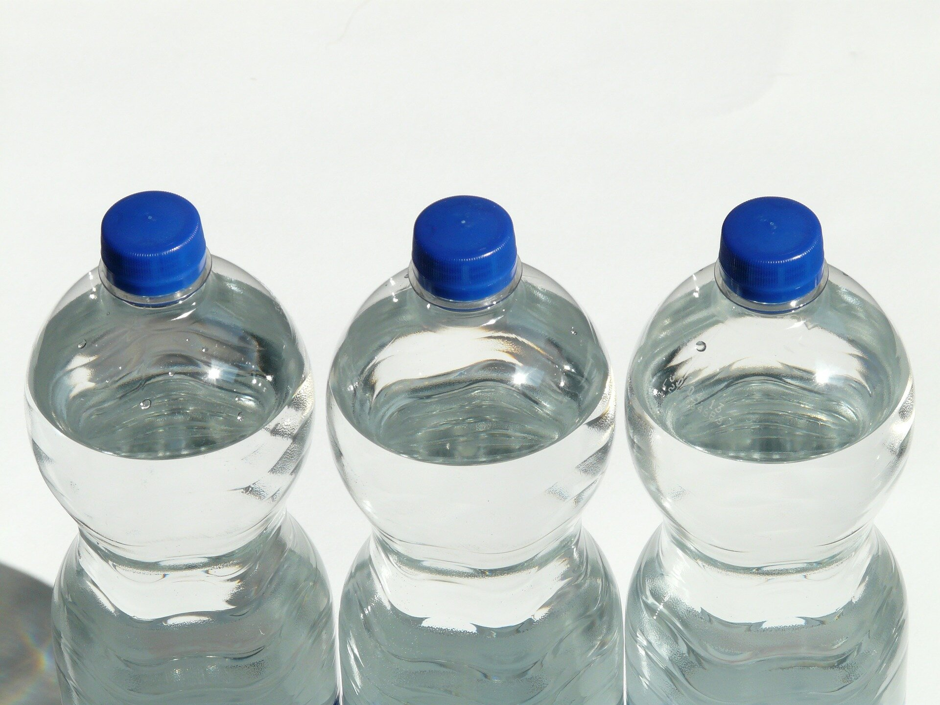Researchers develop an efficient, low-energy method for upcycling polyethylene plastic waste into valuable molecules