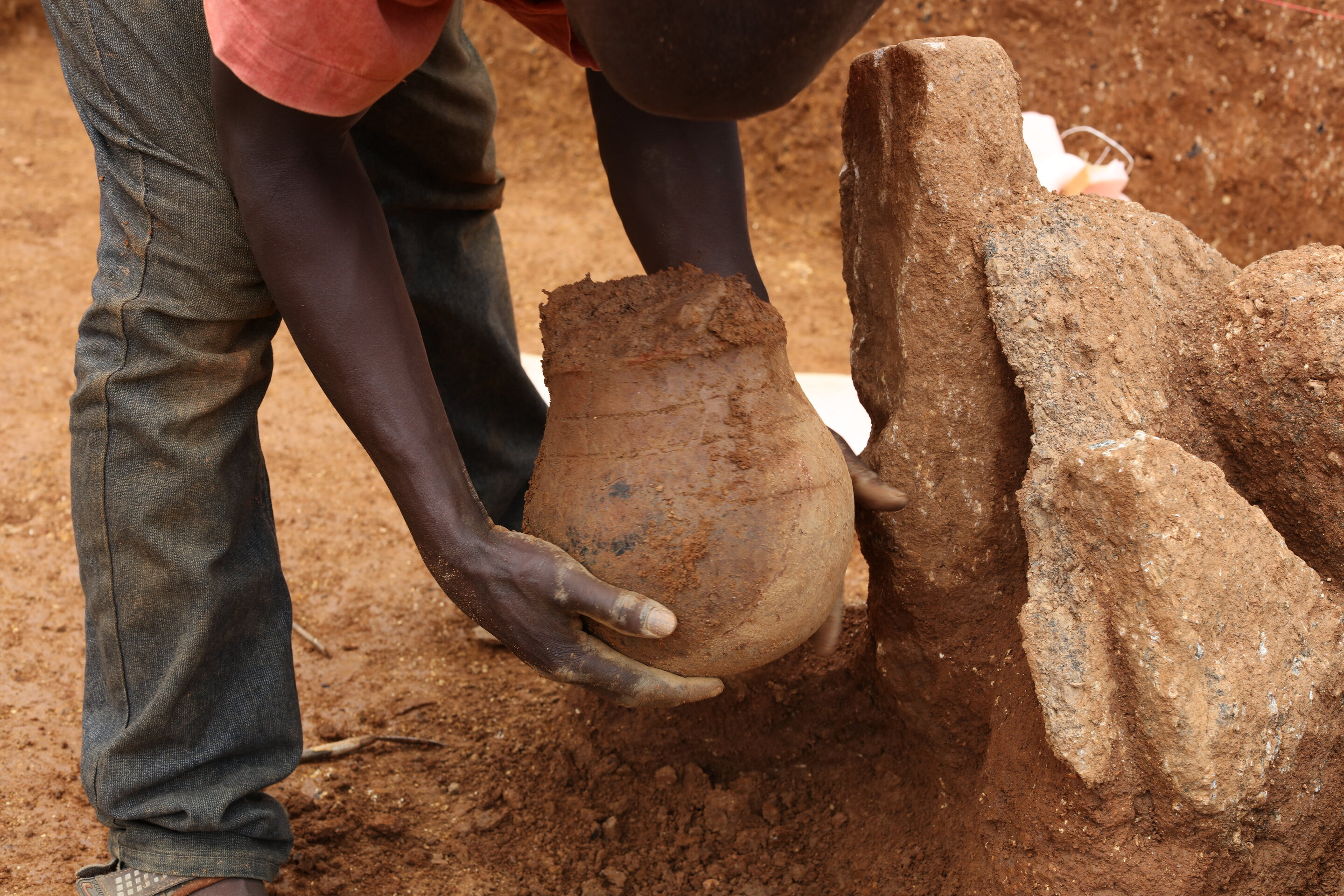 3,500-year-old honeypot is the oldest direct evidence for honey collecting in Africa