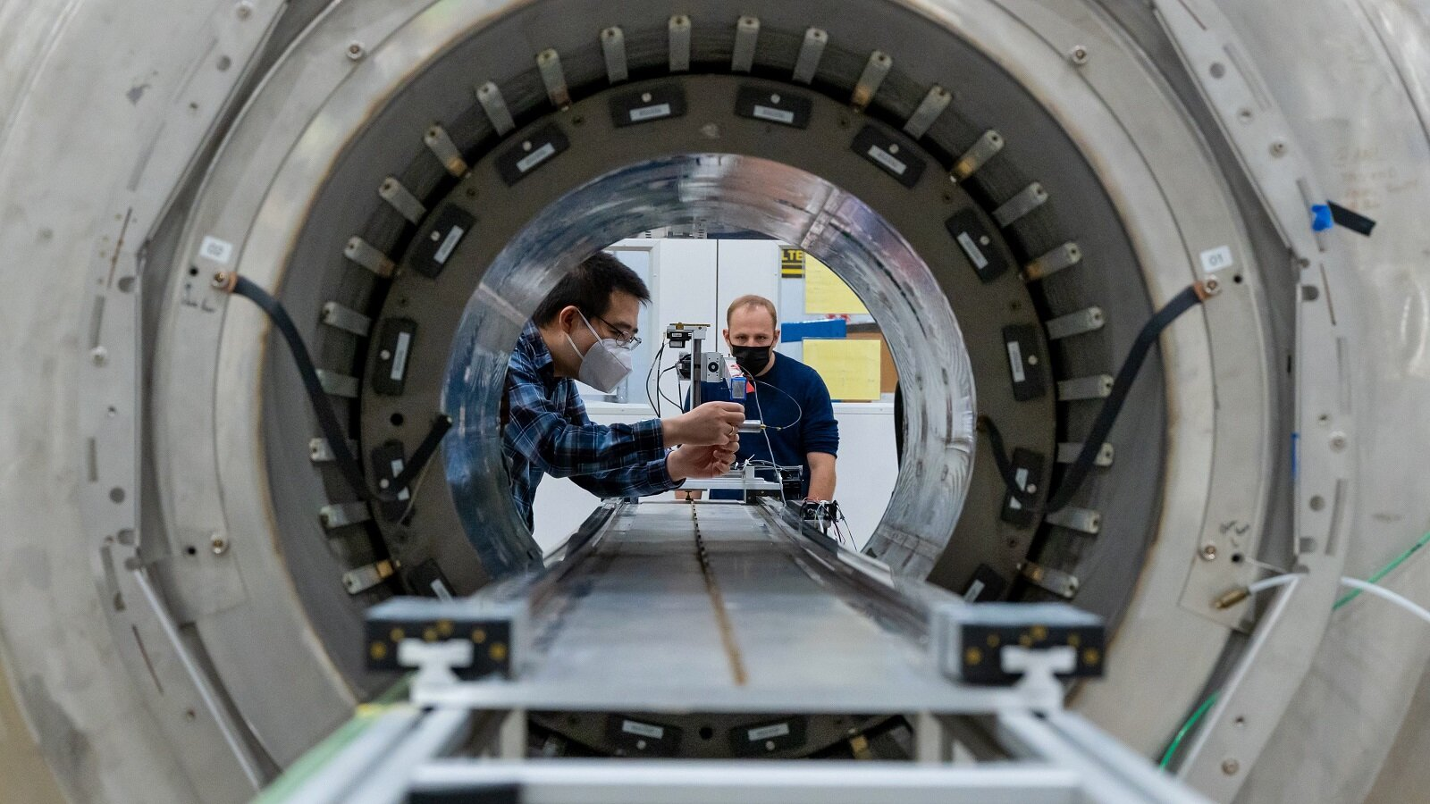 Field guides: Scientists bolster evidence of new physics in Muon g-2 experiment - Phys.org
