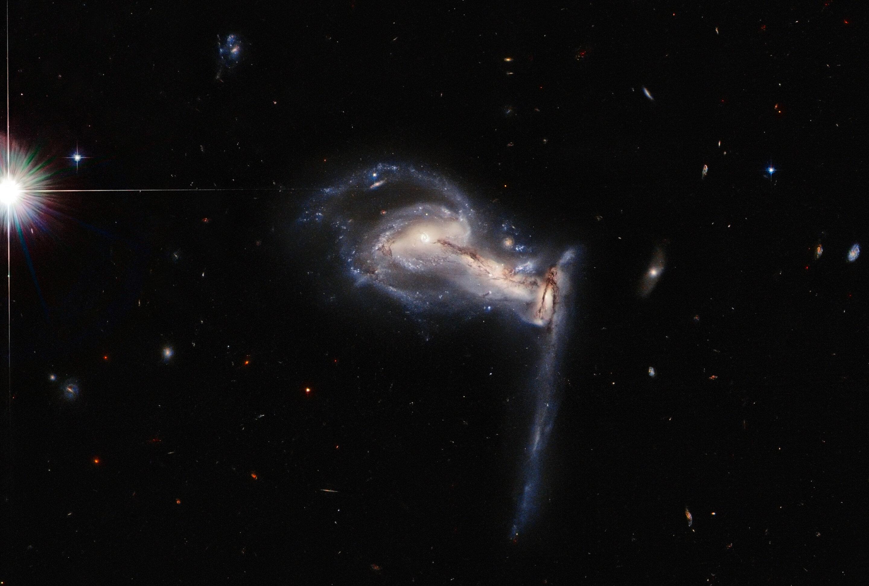 Image: Hubble spots squabbling galactic siblings