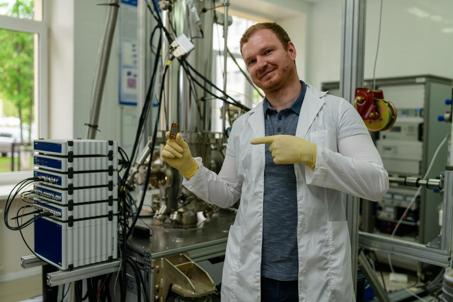 Physicists create platform to achieve ultra-strong photon-to-magnon coupling