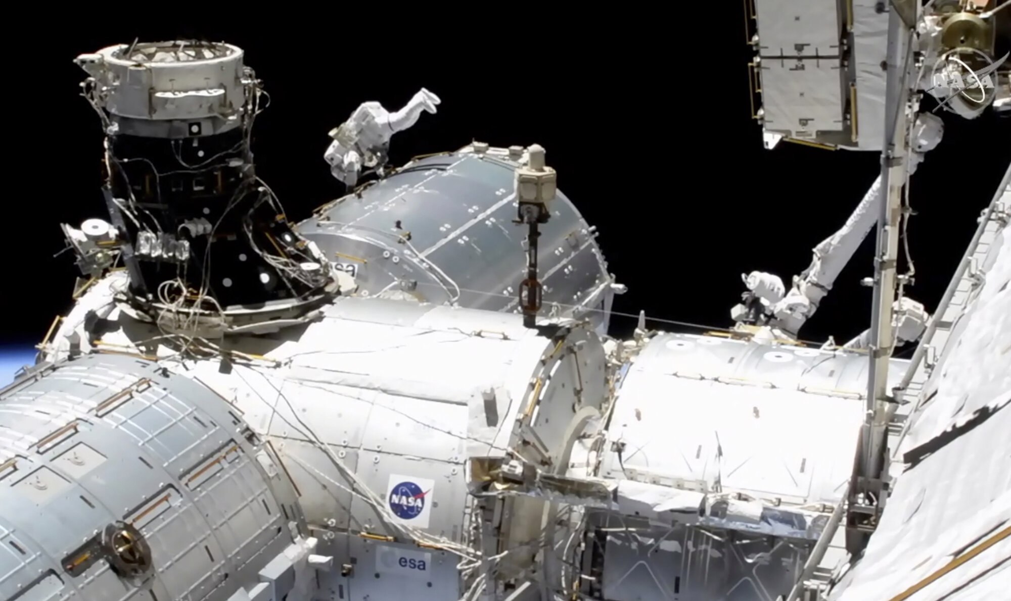 Spacewalking astronauts improve station's European lab