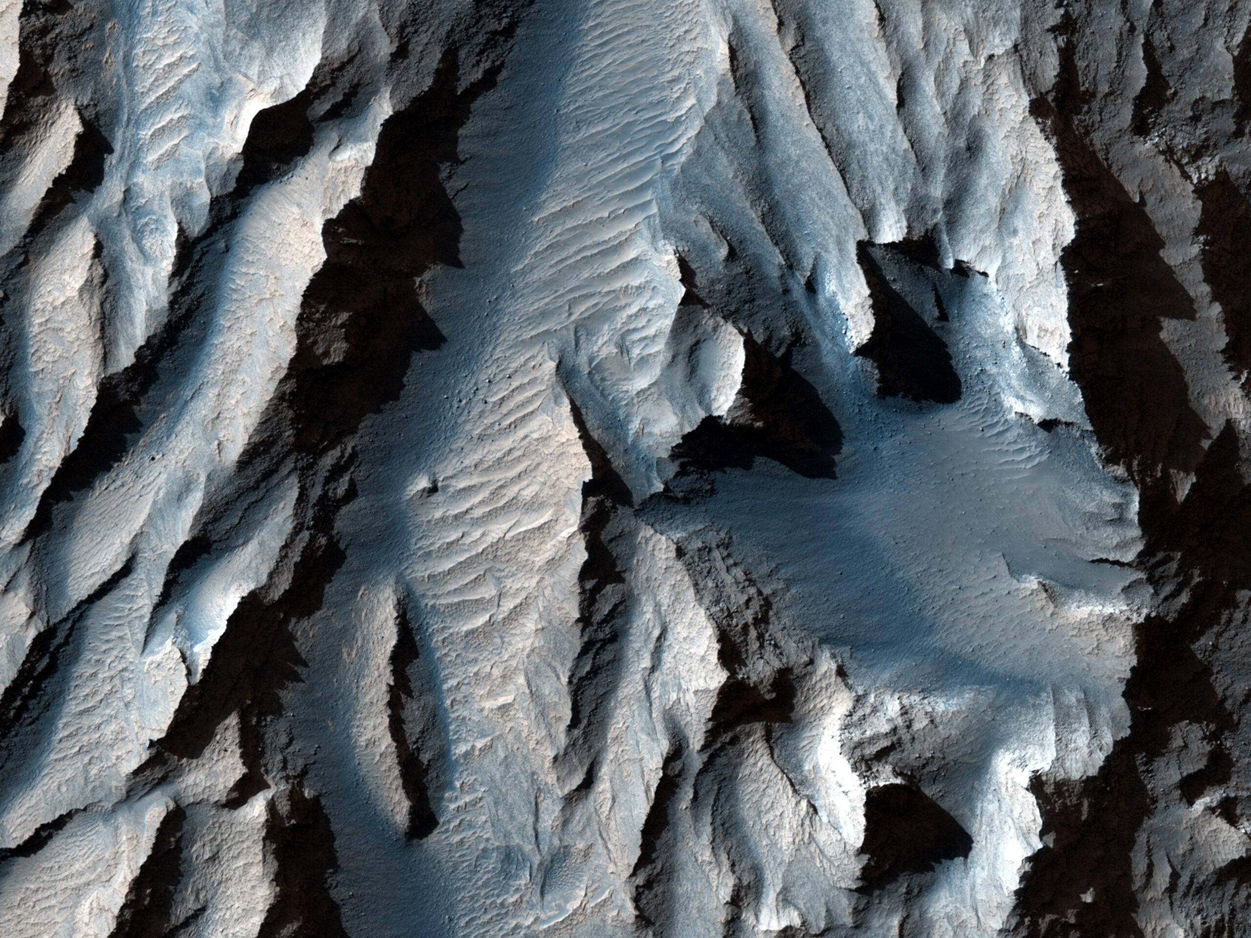 Periodic bedding in Tithonium Chasma